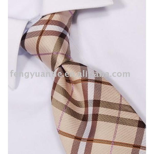 cravates adaptées aux besoins du client tissées par soie