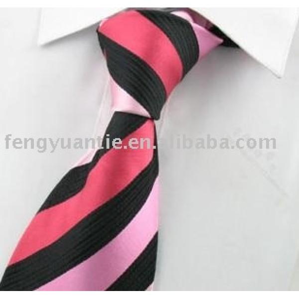 絹によって編まれるネクタイ