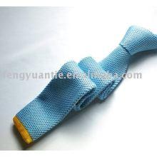 뜨개질을 한 넥타이