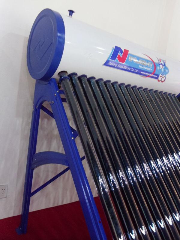 非圧力青色のブラケット熱サイフォンソーラー温水器
