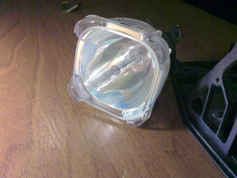 La lámpara del proyector dx3 proxima para la lámpara - 023