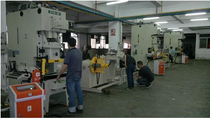 2014 고품질 자동 NC 코일 피더 재고가 기계를, 모델: RNC