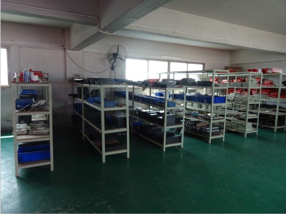 中国高速ローラー餌箱工場