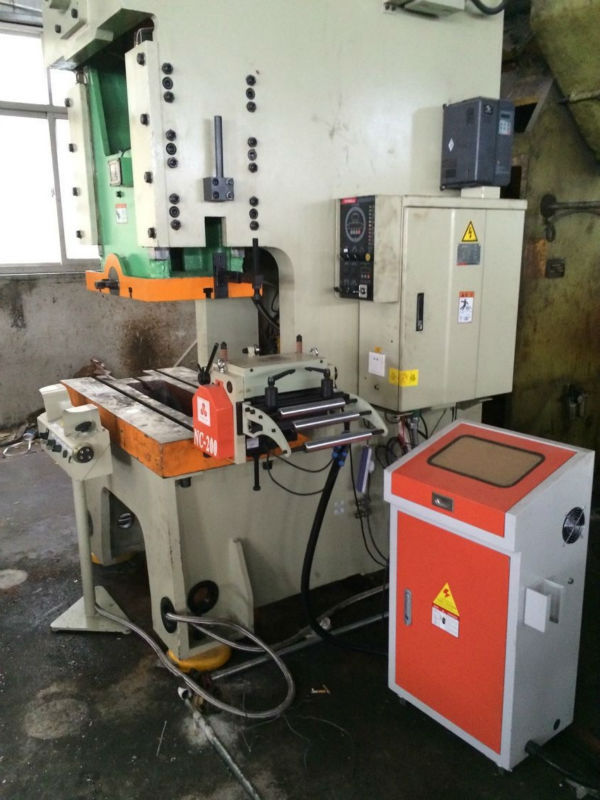 安川電機サーボモータplcの制御自動給餌機サーボ