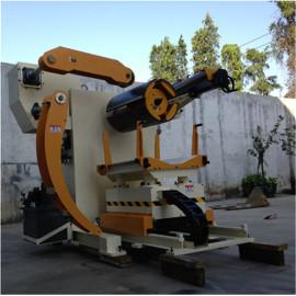 La Unidad De Motor De La Máquina Uncoiler