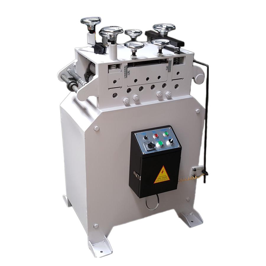 آلة التقويم(Straightener Machine))