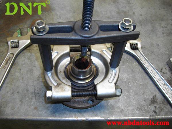 How To Use Bearing Puller Set : Bearing separator and puller kit