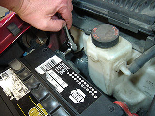 How To Remove And Instal A Car Battery ?To Replace Or Clean