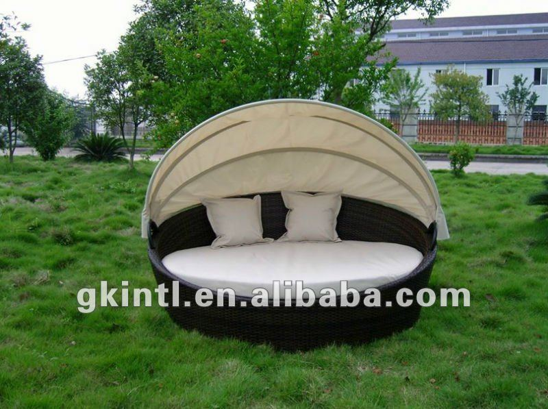 Budget outdoor patio daybed