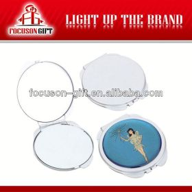 New compact lighted makeup mirror