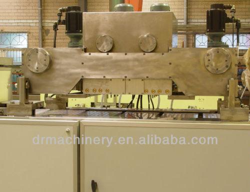 Servo driven chocolate moulding machine