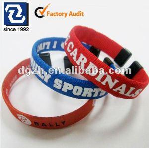 Bunte gesponnene Armbänder der Art und Weise