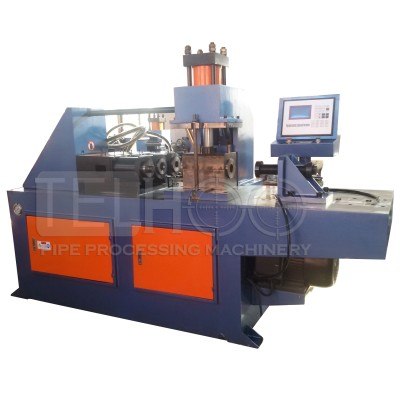 Automatic pipe end forming machine with 3 station