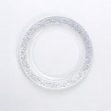 金箔の丸皿を彫る
