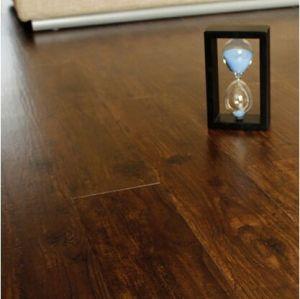 Semi mate suave de madera en relieve suelo de PVC tablón