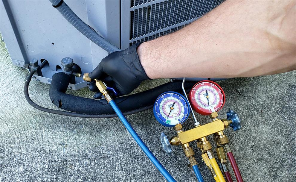 The operation method of charging freon