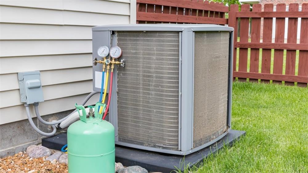 methods to test whether the refrigerant charge is appropriate