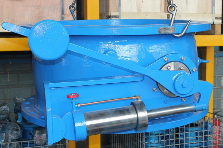 Tilting disc flange check valve with oil cylinder
