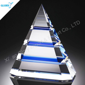 Customized Pyramid Shape Crystal Award