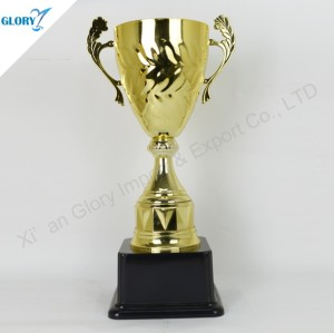 China New Golden Award Cup with Black Base