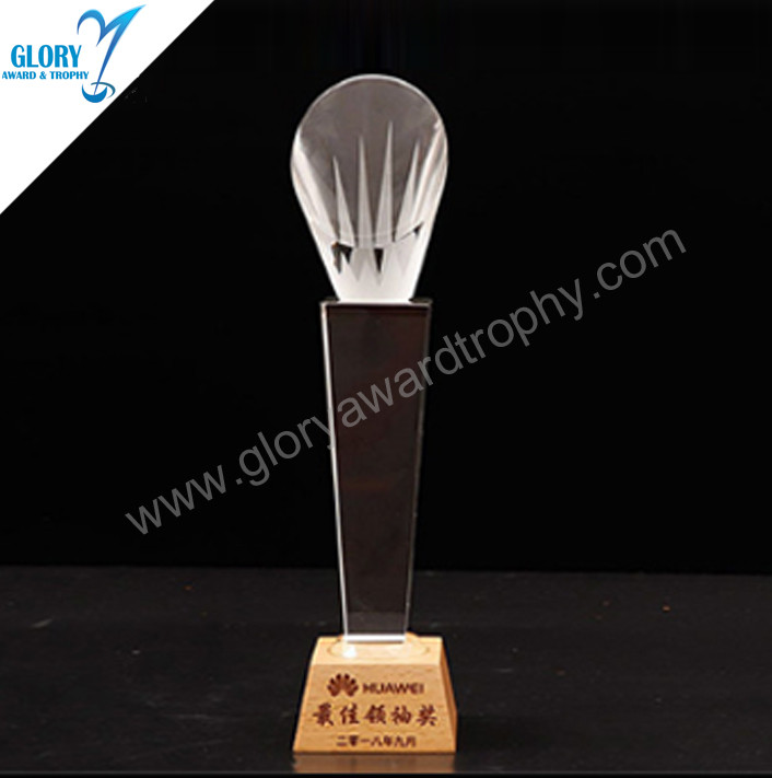Selected quality crystal handshake trophy with wooden base made in China factory