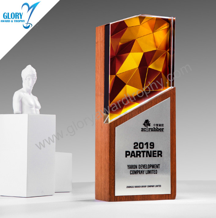 Good quality crystal trophy with wooden plaque custom  wholesale in China source  factory