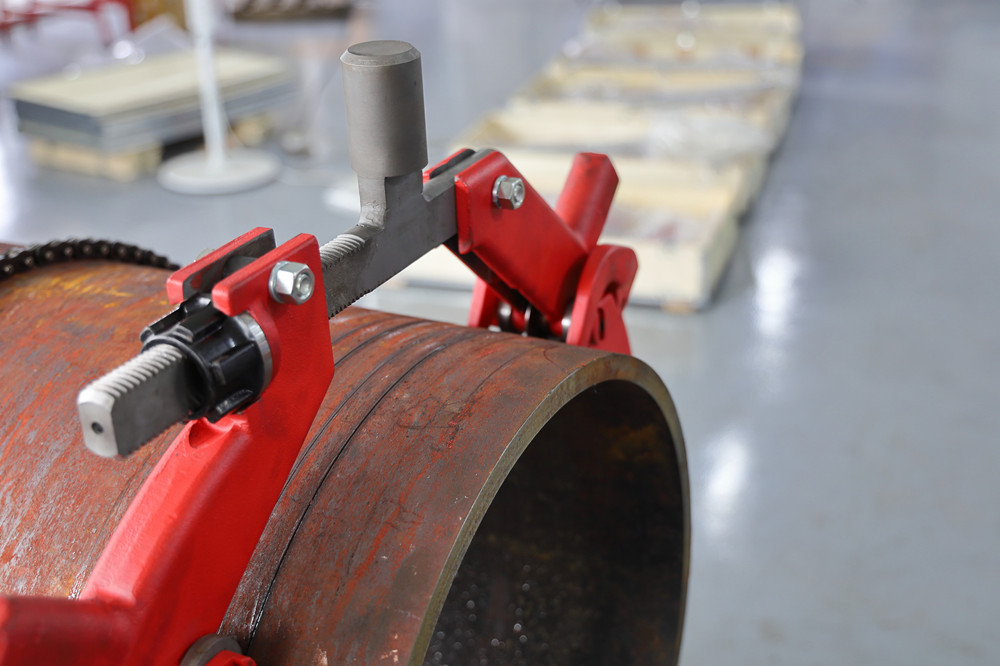 rotary manual pipe cutter