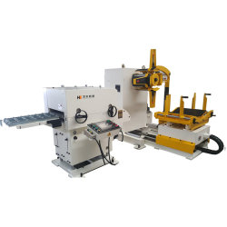 آلة مدمجة لتلقيم وتقويم وفلطحة اللفائف المعدنية،