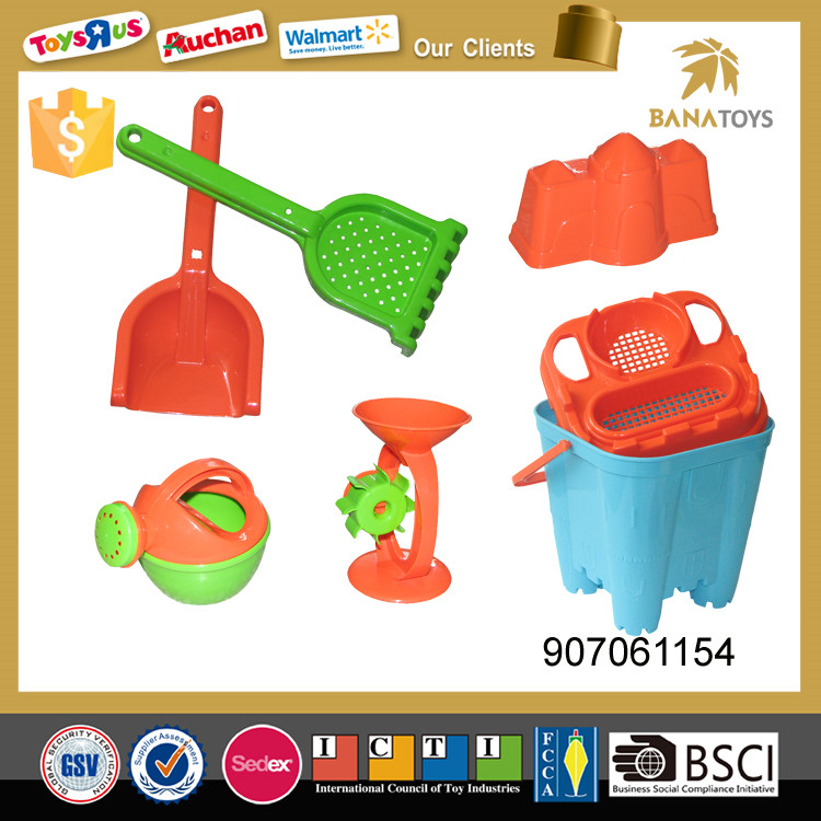 Cartoon bucket beach toy set with mold and shovel
