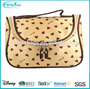 Beautiful love print stain cosmetic bag for women