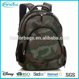 Étudiant cool militaire camouflage sac à dos