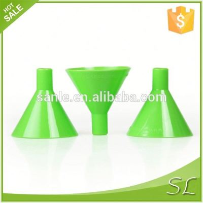 Plastic funnel for packing liquid or oil
