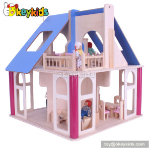 Wooden doll's house with furniture W06A132
