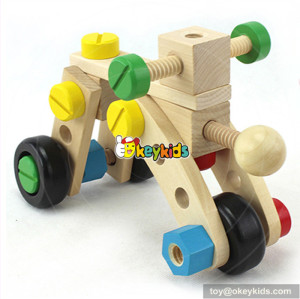 Wholesale top fashion wooden montessori screws toy for sale as gift W03C012