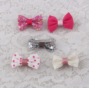Glitter mini bow hair clip to toddlers