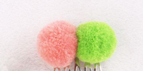 colors pom pom ball with comb
