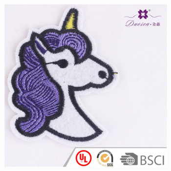 2017 New Design Embroidery Unicorn Brooches with Pin Patches for Clothing Decoration