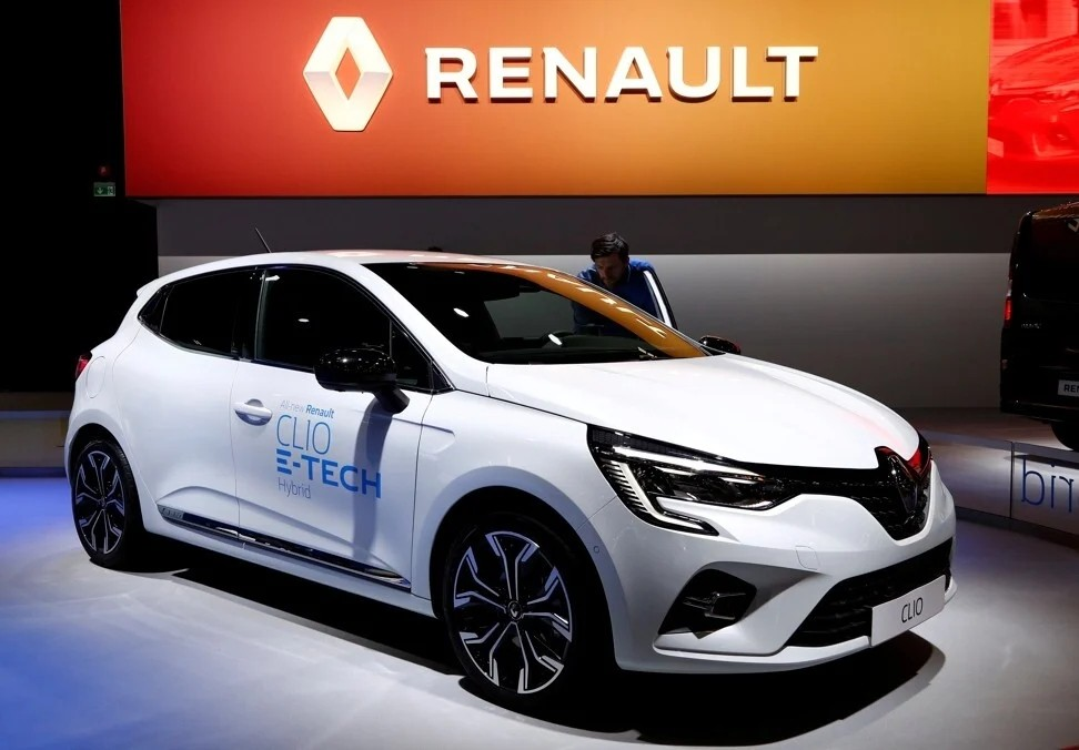 A Renault Clio E-Tech Hybrid at the Brussels Motor Show on January 9, 2020. Photo: Reuters