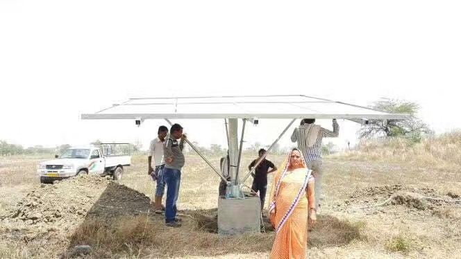 India cliente usa bomba solar