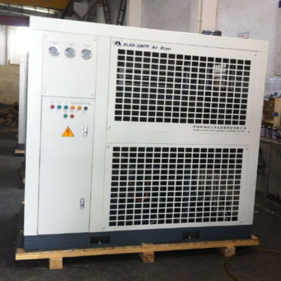Air-cooled refrigerated air dyer