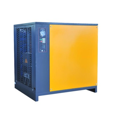 Air-cooled refrigerated dryer air dry