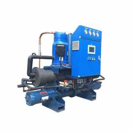 Air cooled water chiller with scroll compressor