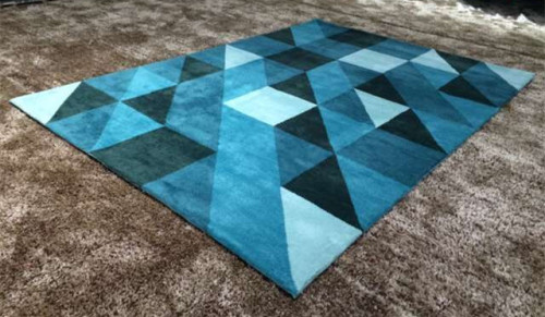 Fashionable machine made plain carpet