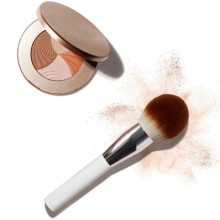 Advice on makeup brush use and cleaning in cold weather