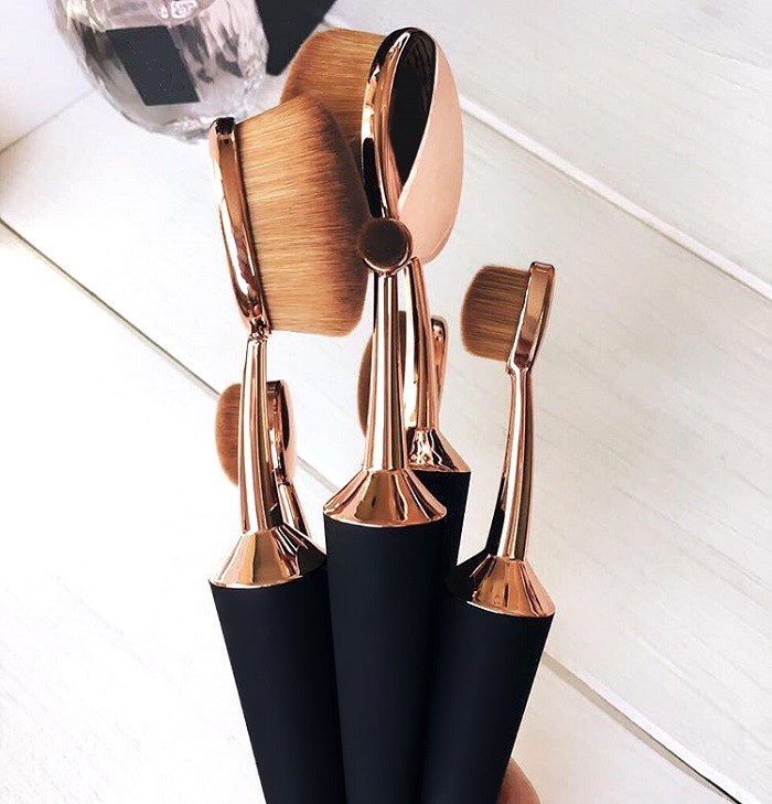 taperd makeup brushes