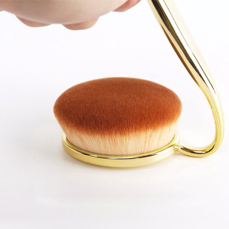 2017 good selling oval rose gold makeup brush