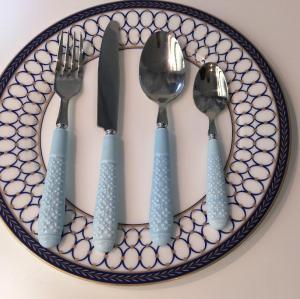 Promotion cheap price ceramic handle cutlery