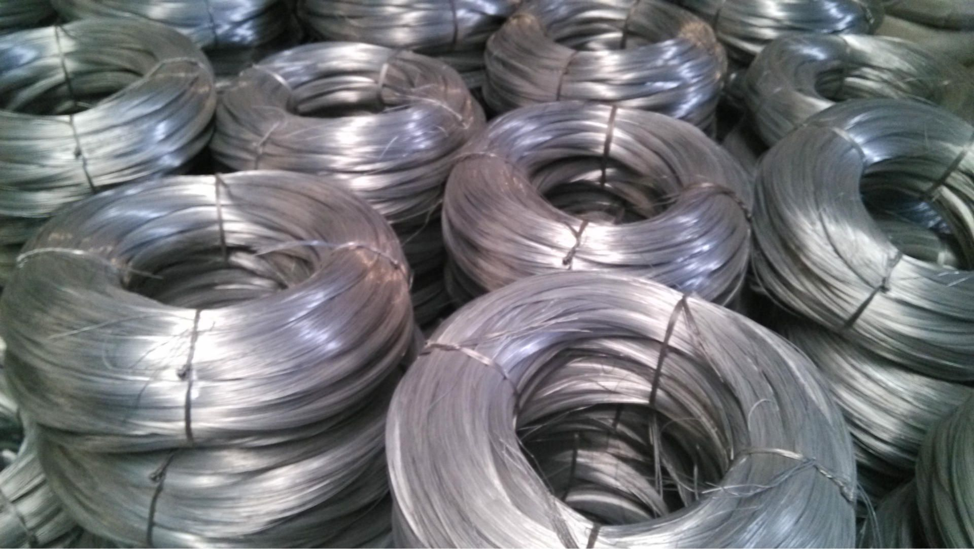 galvanized steel wire traduccion