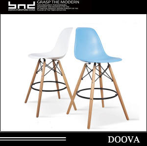 bar high plastic chair with wood leg