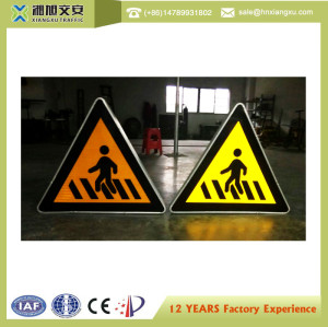 2.0mm thickness Aluminum non-rusting Engineer Grade 900mm New Solar LED Traffic Sign